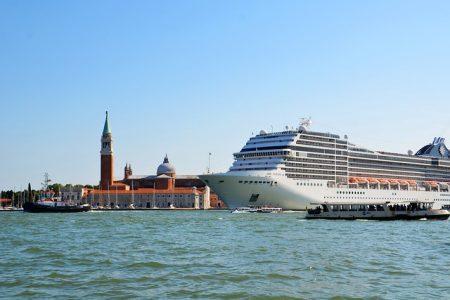 港、豪華客船