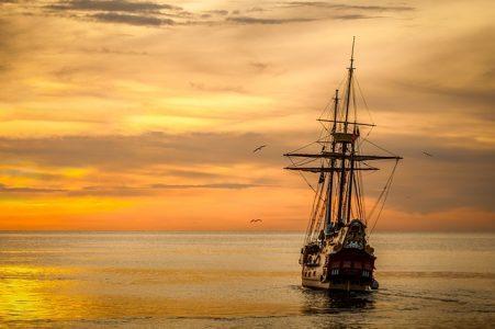 海、夕焼け、船