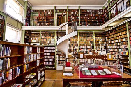本、図書館、書店